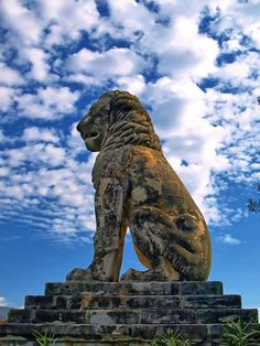 📷 The Lion of Amphipolis, Macedonia, Greece. Photo by 🔸 The Lion of Amphipolis is a tomb sculpture in Amphipolis, Macedonia, northern Greece. Ancient Greek Art, Ancient Greece, Alexandre Le Grand, Macedonia Greece, Stone Lion, Fu Dog, Greek History, Alexander The Great, Thessaloniki