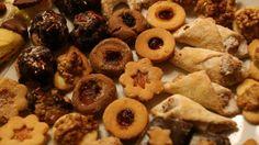 Vánoční cukroví připravuje 80 procent domácností, většina je při pečení konzervativní. K nejoblíbenějšímu cukroví patří vanilkové rohlíčky a linecká kolečka. Průměrně české domácnosti pečou osm druhů cukroví a drží se osvědčené klasiky. Na tradiční staročeské recepty se ale zapomíná.