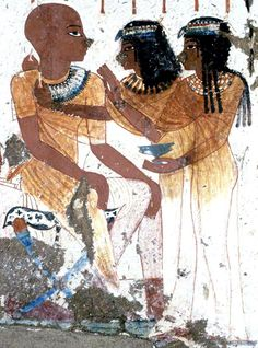 :::: ✿⊱╮☼ ☾ PINTEREST.COM christiancross ☀❤•♥•* :::: Égypte +++ DRESSING A PHARAOH. THIS IS THE ONLY DEPICTION I HAVE SEE OF CROSS-LEGGED PERSON