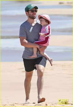 Max Greenfield (New Girl) on vacation with family in Hawaii