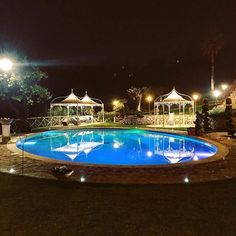 Scatto notturno di qualche settimana fa .. #latergram . . . #weddingday #weddingguest #weddinglocation #villa #bepositive #riflessi #matrimonio #sunday #igersitaly #matrimonioitaliano #weddingtime #instawedding #ig_italia #night #igersitalia #ig_italy #igerslazio #ig_lazio #igerseuropa #igerseurope #ig_europe #huntgram #agameoftones #bynight #pool #piscina