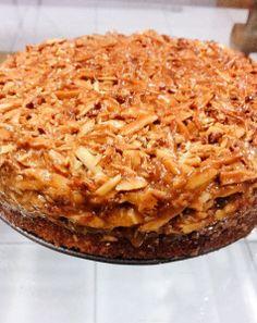 A traditional Swedish delight! Toscakaka - A Caramelised Almond Cake Swedish Recipes, Swedish Foods, Almond Cakes, Almond Recipes, High Tea, Macaroni And Cheese, Caramel, Recipies, Deserts