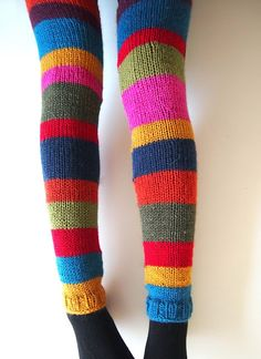 Oh - knitted tights - would be solo warm and nice! Knitting Socks, Hand Knitting, Knitting Patterns, Yarn Projects, Knitting Projects, Hand Knitted Sweaters, Knitted Tights, Yarn Stash, Sock Yarn