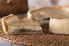 La torta salata carciofi e ricotta è una pietanza genuina e appetitosa, perfetta per arricchire i cestini del pic nic.