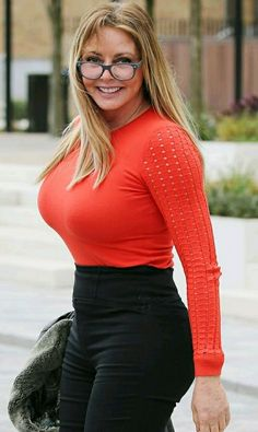 Carol Vorderman shows off extraordinary new curves in skintight high-waisted trousers Sexy Older Women, Sexy Women, Carol Vorderman, Jolie Photo, Curvy Women Fashion, Models, Gorgeous Women, Thing 1, Hair