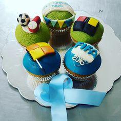 Amor no es que me bajes la luna, sino que me compres un cupcake.  #pzocity #pzo #ciudadguayana #poz #cupcakes #cupcakegourmet #magdalenas #muffins #fondant #adictoacupcakegourmet #ponquecitos #postre #merienda #fifa17 #fifa #entusmejoresmomentos #pasteleriaamericana
