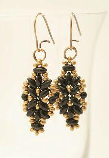 Koralikowa mania: grudzień 2012. Golden and green beaded earrings.