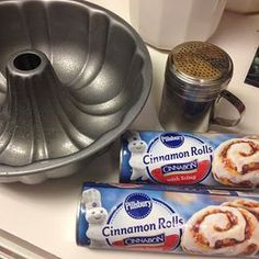 We love monkey bread at our house so I knew I'd love a cinnamon roll monkey brea. - We love monkey bread at our house so I knew I'd love a cinnamon roll monkey bread recipe! Cinnamon Roll Icing, Cinnamon Roll Monkey Bread, Cinnamon Roll Casserole, Hamburger Casserole, Chicken Casserole, Casserole Recipes, Monkey Bread Easy, Bread Recipes, Deserts