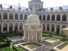JUAN BAUTISTA DE TOLEDO: Patio de los Evangelistas del Monasterio de San Lorenzo de El Escorial.