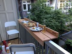 Outdoor dining with the balcony bar on a small balcony - leila - Dekoration - Balcony Furniture Design Small Balcony Design, Tiny Balcony, Narrow Balcony, Small Terrace, Condo Balcony, Narrow Garden, Small Balcony Decor, Balkon Design, Apartment Decorating On A Budget