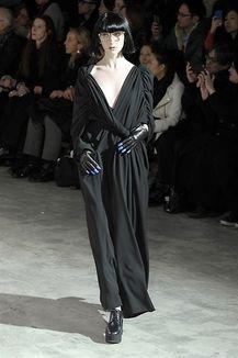 Sfilata Yohji Yamamoto - Collezione Yohji Yamamoto - Moda Donna Autunno Inverno 2013-2014 - Leiweb