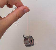 a tensioning trick you may not know (this is good to know ... my grandma showed me to check this but I had no idea what I was checking, or how to fix it if it's not right!) sewing #tips #tension ≈√ ver a tensao da linha na maquina de costura
