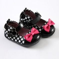 MINNIE MOUSE Robeez Mini Shoez by Stride Rite®