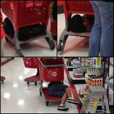 bloglosingrip - fotos engraçadas 14 - Crianças adoram carrinhos de supermercado!