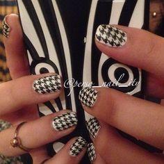 I'm back!   #houndstooth #instanails #manicure #nail #nailart #nailpolish #uñas #nailstagram #nailartaddict #nails2inspire #spain #españa #nailartohlala #notd #nailsoftheday #nailpromote #instagood #nailswag #opi #essence #chinaglaze #essie #ciate #kiko #kikocosmetics #sgnailartpromote #pattern #patadegallo #patagallo #estampado #pattern