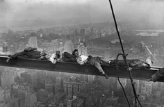 Construction of the Rockefeller Center in New York in 1932 (Charles C. Ebbets)