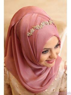 Hijab Turban Style, Hijab Style Dress, Muslimah Wedding Dress, Hijab Bride, Saree With Hijab, Bridal Hijab Styles, Muslim Brides, Muslim Girls, Hijab Style Tutorial