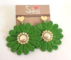 Maxi flores / maxi earrings Handmade Lace Earrings, Earrings Handmade, Women's Fashion, Flowers, Jewelry, Ideas, Gifs, Diy Kid Jewelry, Necklaces