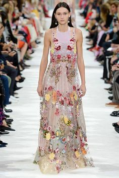 Valentino Spring 2018 Ready-to-Wear Fashion Show - Justine Asset