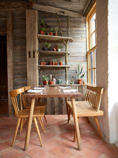 Here's another idea to use untreated wood. The floor is covered with tiles that are easy to maintain. I would like, for example, to arrange dining room in my cottage in a forest. But of course this is my opinion, if you prefer, you can also dining room in your own home edit like this. A lot of plants do not forget in a room that has a large amount of wooden elements because the plant will refresh room and give it life.