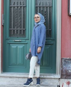 Pinterest: @adarkurdish Abaya Fashion, Modest Fashion, Women's Fashion, Modest Outfits, Summer Outfits, Muslim Girls, Hijabs, Raincoat, Clothes For Women