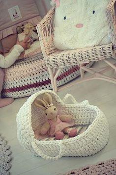 Crochet for baby sling. Crochet Girls, Crochet Home, Crochet For Kids, Crochet Baby, Vintage Girls Rooms, Cotton Cord, Homemade Dolls, Baby Baskets, Crochet Mittens