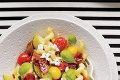 Pasta With Zucchini, Tomatoes, and Bacon