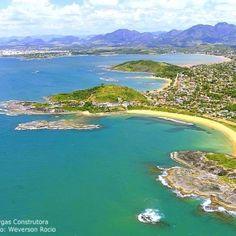 Da direita para a esquerda praias de Setibão, Setiba e Santa Mônica.