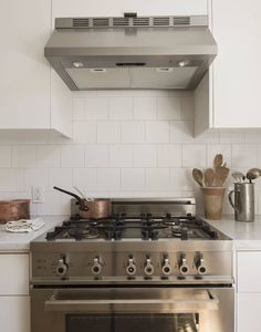 Steal This Look: A Remodelista's Minimalist Galley Kitchen in Brooklyn Heights - Remodelista When my husband, Josh, and I moved to Brooklyn Heights a couple of years ago, we were lucky enough to find a parlor floor flat that hadn't been updated for Counter Depth Refrigerator, Brooklyn Heights, Heath Ceramics, London Apartment, Wall Mounted Shelves, Jar Storage, Kitchen Remodel, Kitchen Appliances, Galley Kitchens