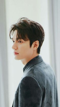 King is back. Lee Dong Wook, Lee Jong Suk, Ji Chang Wook, Lee Min Ho Images, Lee Min Ho Photos, Kim Go Eun, Cha Eun Woo, Asian Actors, Korean Actors