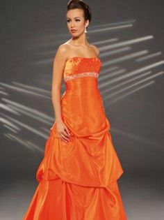 Kind of want these to be my Maid of honor dress. Get ready VJJ someday! lol