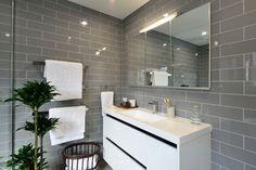 Bathroom: Cemento Gloss 100 x 300