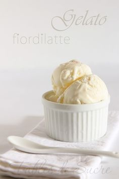 This fiordilatte come in gelateria Fables de Sucre is a best for our dessert made with awesome ingredients! Gelato Homemade, Homemade Sorbet, Italian Gelato Recipe, Gelato Cake, Frozen Yogurt Bites, Pistachio Gelato, Gelato Flavors, Chocolate Sorbet, Gelato Shop