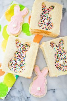 Your kids will hop with joy when they see Bunny Fairy Bread in their lunch! The perfect sweet treat for spring, see the full recipe to discover how easy this Easter dessert is to make. Cute Easter Treats For Kids, Cute Easter Bunny, Hoppy Easter, Fairy Bread, Easter Brunch, Easter Party, Easter Food, Easter Table, Easter Gift