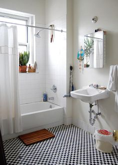 love this clean white bathroom for a smaller space