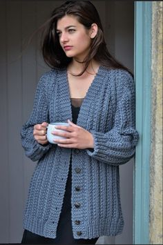 Connie by Kim Hargreaves in rowan big wool. Knitting this at the moment. Crochet Cardigan Pattern, Chunky Knit Cardigan, Big Wool, Boyfriend Cardigan, Plus Size Cardigans, Knit Fashion, Knit Jacket, Madame, Crochet Clothes
