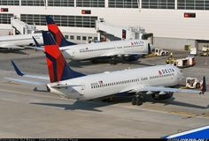 Delta Boeing 737-832 on the push