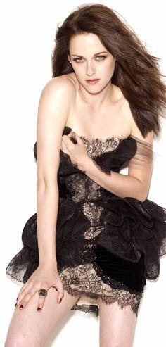 Stunning Kristen Stewart. Natural alluring beauty.