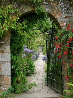 artlimagerie:  Welcome to my secret garden