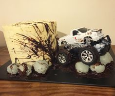 #4wd fanning #mud all over the #cake #cakepop rocks #chocolatemud…