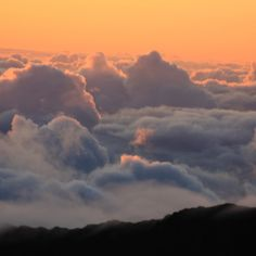 Haleakala at sunrise, wake up above the clouds