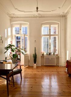 Dream Apartment, Apartment Interior, Apartment Living, Berlin Apartment, Vintage Apartment, Dream Home Design, Home Interior Design, House Design, Estilo Interior