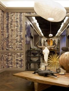 Amy Lau for Maya Romanoff's Anniversary Collection: Half Plaid. Beautifully installed at Bergdorf Goodman in NYC. Plaid Wallpaper, Fabric Wallpaper, Interior Windows, Store Interiors, Floor Finishes, Design Your Home, Bergdorf Goodman, Window Coverings, Fabric Design