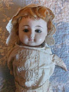 Muñeca de papel maché s.XIX, toda de origen, 50 cm