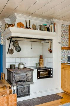 I like the hanging bar all the way around. Kitchen Stove, Old Kitchen, Country Kitchen, Wood Oven, Style Rustique, Rustic Kitchen Design, Tiny House Cabin, Swedish House, Summer Kitchen