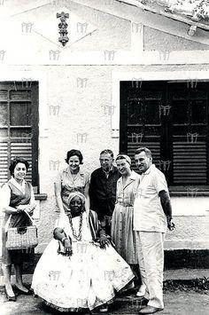 [ ], Zélia Gattai Amado, Jean Paul Sartre, Simone de Beauvoir, Jorge Amado e Mãe Senhora no Axé do Opô Afonja em Salvador-BA.   Flickr - Photo Sharing!