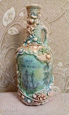 Представляю вам две моих морских бутылки. Шпатлёвка, ракушки, пластмассовые бусины в виде морских звёзд и коньков. Всё просто! фото 1