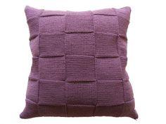 Мир хобби: Вяжем подушки спицами Towel, Throw Pillows, Blog, Toss Pillows, Cushions, Decorative Pillows, Blogging, Decor Pillows, Scatter Cushions