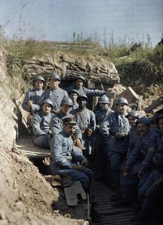 Actual color photographs from WWI~ French troops pose for the camera amidst the Battle of Verdun, during the First World War. Wilhelm Ii, Kaiser Wilhelm, World War One, First World, Bataille De Verdun, French Army, Military History, World History, Historical Photos