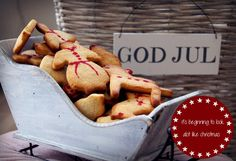 Mat Archives - Page 3 of 38 - Caroline Berg Eriksen Birth Of Jesus Christ, Almond Cookies, People Around The World, Christmas Traditions, Candy Cane, Christmas Stockings, Christmas Holidays, Lchf, Food